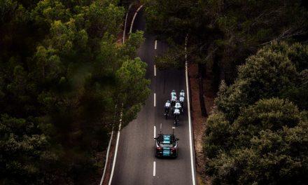 Mondeo ST-Line AWD i Tourneo Custom wspomagają kolarzy